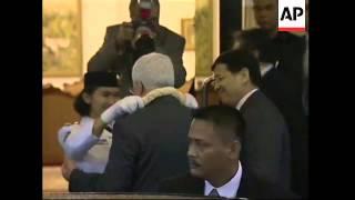 Palestinian leader arrives, welcomed by FM