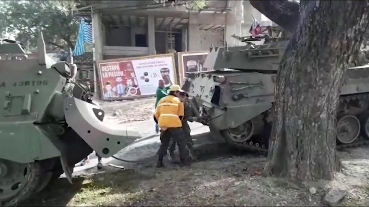 Un tanque se quedó sin frenos y chocó contra un árbol