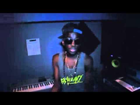 Yank B - Hollywood Skills feat. D-Town
