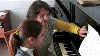 Урок фортепиано в музыкальной школе (Украинская Л. В., Белявцева Н.)