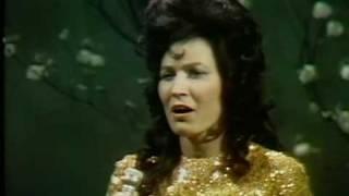 Loretta Lynn - Wanted Woman