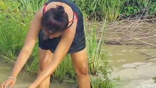 スマートな女の子によるすばらしい釣り - カンボジアでの伝統的な釣り - カンボジアでの釣りの方法パート153 thumbnail