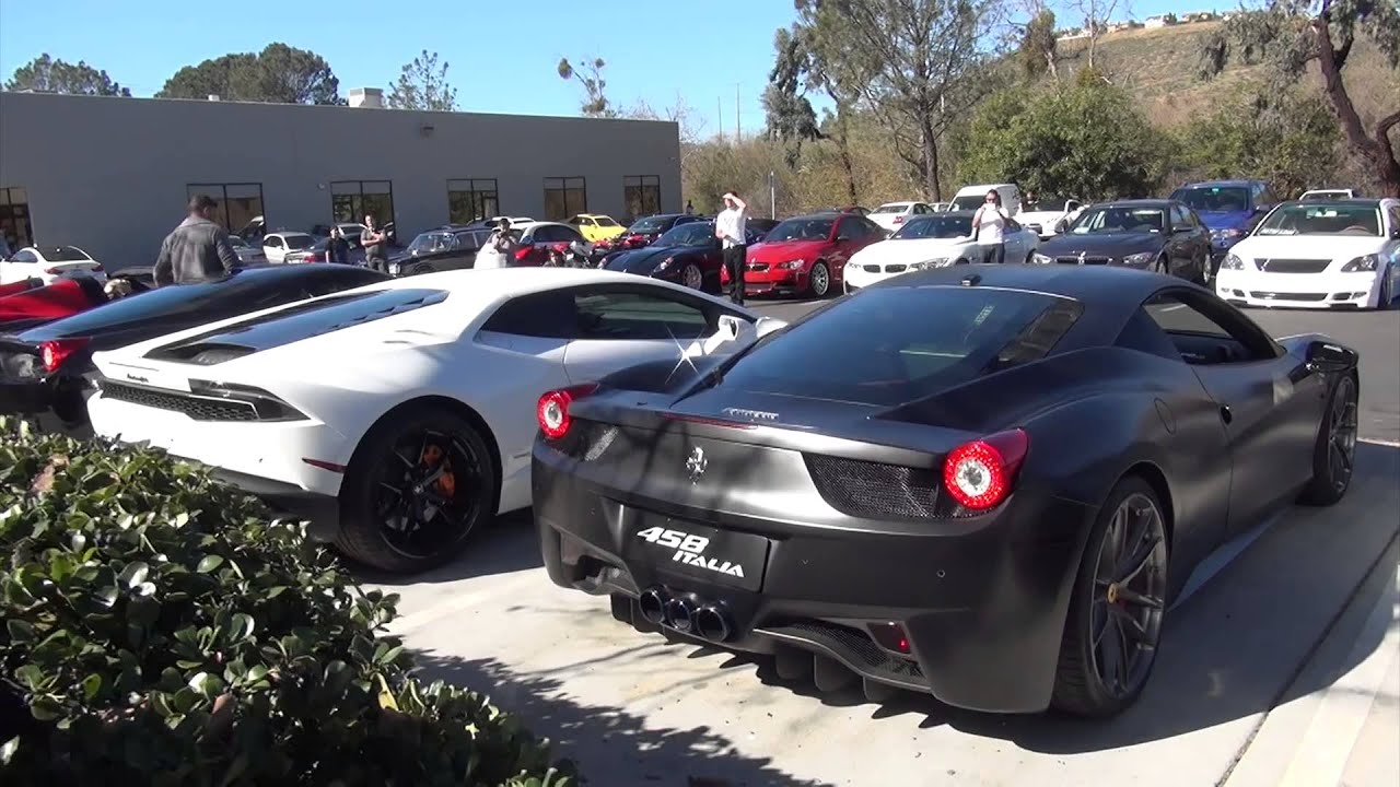 ferrari 458 vs lamborghini hurac n youtube. Black Bedroom Furniture Sets. Home Design Ideas