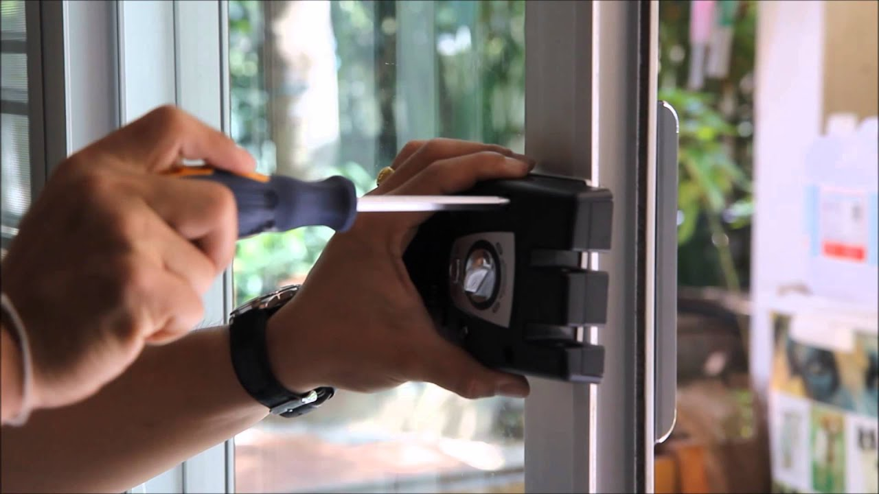 การติดตั้ง Digital Door Lock กับประตูอะลูมีเนียม บานเลื่อน