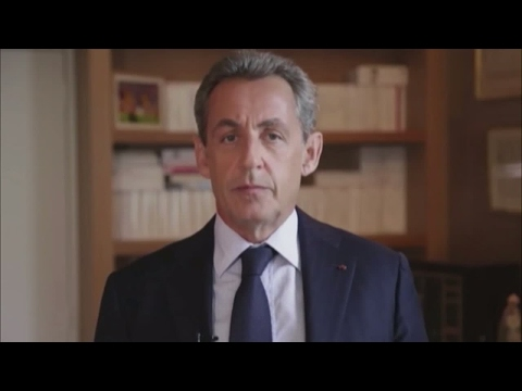 Former French President Nicolas Sarkozy gives his backing to François Fillon