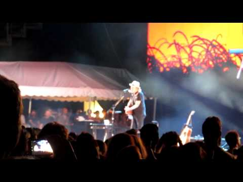 Neil Young - Heart Of Gold (Live) - Farm Aid 2001 Kansas City, KS