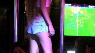 Dancing in a Pattaya Beer Bar | Walking Street Thailand