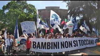 """La protesta delle madri davanti a Palazzo Chigi """"Conte parlaci di Bibbiano"""""""