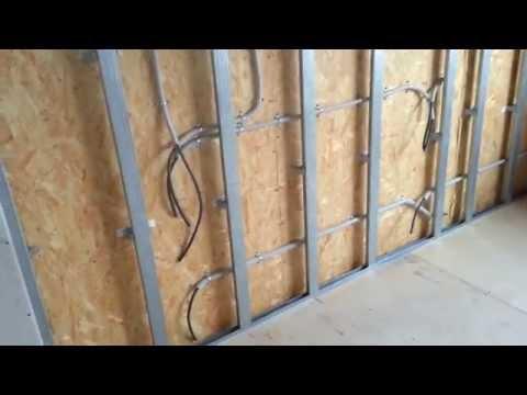 видео: Электромонтаж в Тюмени - коттедж, дер. Парёнкино. Дом из sip-панелей. Второй этаж готов.