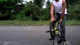 bmx flatland/ como hacer/how to funky chicken truco #2