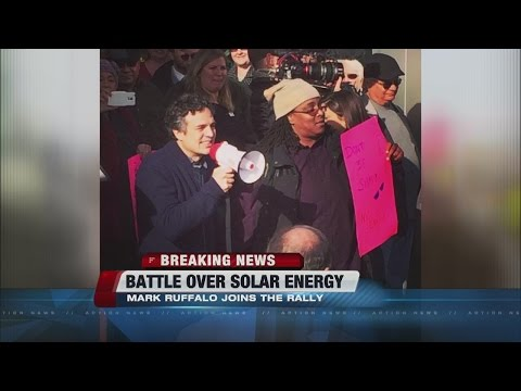 Actor Mark Ruffalo, others call out PUC at solar meeting
