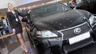 Команда портала autodrive.ru представляет Вашему вниманию собственный видео обзор автомобиля Lexus GS250, 2014 года выпуска. Видео ролик содержит информацию об особенностях дизайна экстерьера и интерьера автомобиля, технические и динамические характеристики, а также его основные преимущества. Портал autodrive.ru благодарит Автоцентр