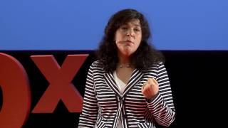 Identidades interculturales para contrarrestar la xenofobia | Lidia Camara | TEDxValladolid(La mitad de las personas que actualmente huyen de paises en guerra son menores de edad. Entre los menores, uno de los grupos mas vulnerables en el ..., 2016-10-24T16:31:54.000Z)