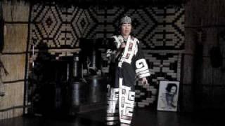 北海道愛奴族傳統歌曲演唱從白老町的愛奴民族村大門口一進來便感受到村...
