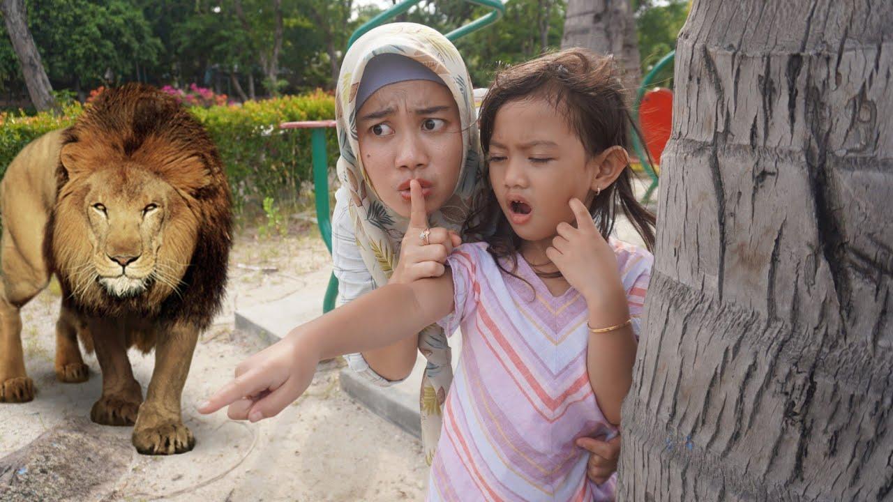 ADA SINGA 😱 Lagi Asyik Main Di Pinggir Pantai  | Salsa and family