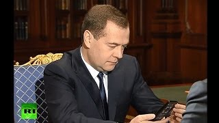 Медведев: Apple «напрягся» после YotaPhone