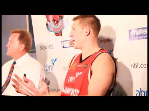 Wollongong Hawks - Dave Gruber goes MacGruber on t...