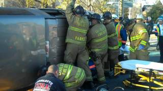 Traffic Collision w Entrapment 3rd Street & Kings Drive.mp4
