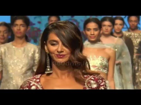 Monica Dogra & Shibani Dandekar With Deep And Hot Cleavage At LFW 2016 - Designer Payal Singhal thumbnail