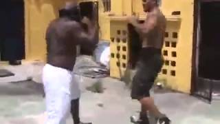 Kimbo Slice vs Chico Street Fight КИмбо СЛайкс и Чико УЛИЧНАЯ ДРАКА 18+