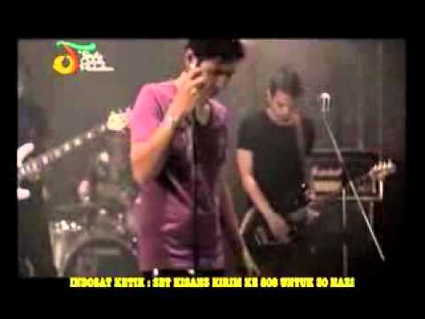 Ungu - Dia Atau Diriku (Karaoke Original Clip Live)