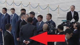 Kırgız liderin korumasındaki rahatlığa bakın! Uyarı Geldi!