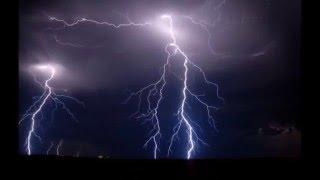 雷の落ちる瞬間をとらえた衝撃的な画像集です。 ◇チャンネル登録はこち...