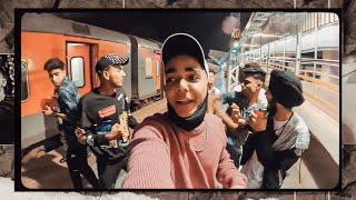We Weren't Expecting This Fight In Train !! SURAT TO JAIPUR  II Vlog I Rohit Zinjurke I Reactionboi