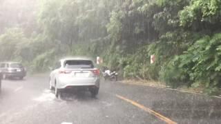 ゲリラ豪雨の中、阪奈道路を走る thumbnail