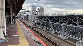 JR東日本 海浜幕張駅を通過する EF65ー2081 単機 を撮影! 撮影日:2020年(令和2年)10月30日