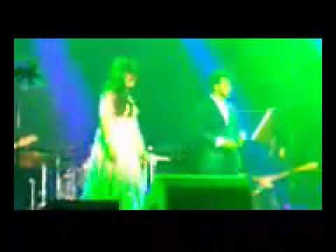 Shreya Ghoshal's debut performance of the Journey song from Piku