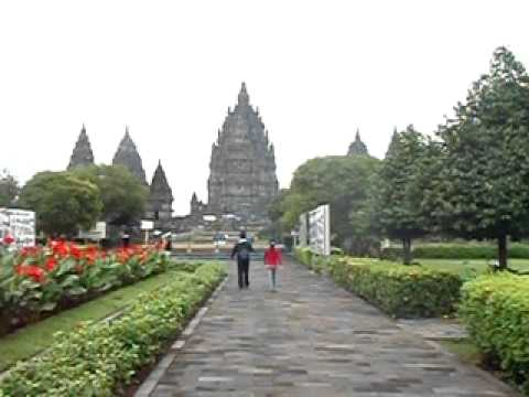 Indonésie - Prambanan is a ninth century Hindu temple compound in Central Java, Indonesia