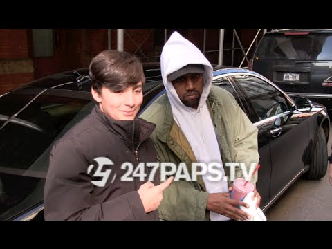 (New) (EXCLUSIVE) Kanye West leaving a Soho Equinox stops to take pics with Fans in NYC 020716