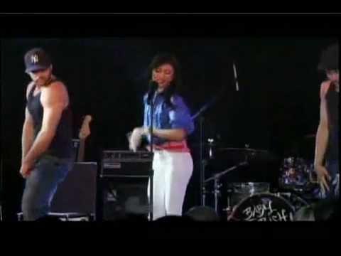 Paula DeAnda - Roll The Credits (Live)