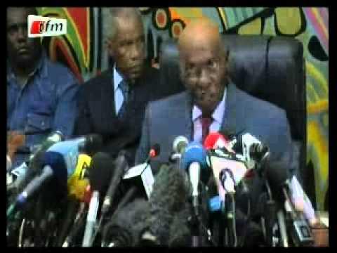 Conférence de presse de Me Abdoulaye WADE après l'annonce des premiers résultats