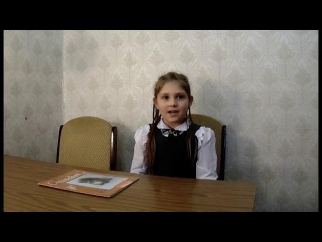 Изображение предпросмотра прочтения – ДарьяИльющенко читает произведение «Покормите белку зимой» А.Игнатовой