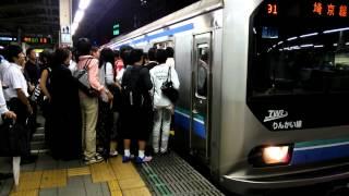 【帰宅ラッシュ 池袋駅】一つのドアに固まりすぎて発車が遅れる埼京線