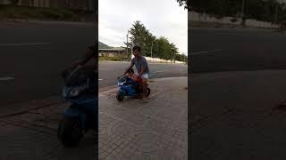 Anna được 6m8d đi moto của chị út cưng