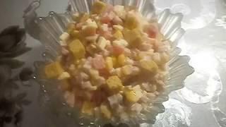 Салат с ветчиной и сухариками