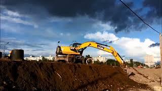 Экскаватор за работой. Excavator at work.