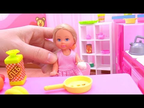 Barbie baby doll videos - Barbie & Chelsea in the kitchen