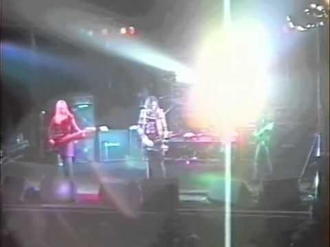 Smashing Pumpkins - 1992-09-04 - Dusseldorf, Germany - [Complete/3-Cam/Deshaked/Remastered]