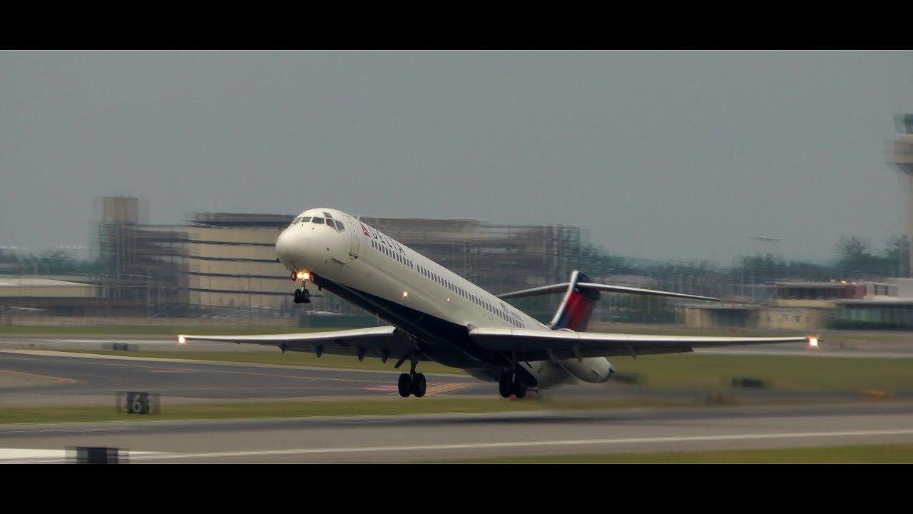 Incredible Delta Md 80 Takeoff Youtube