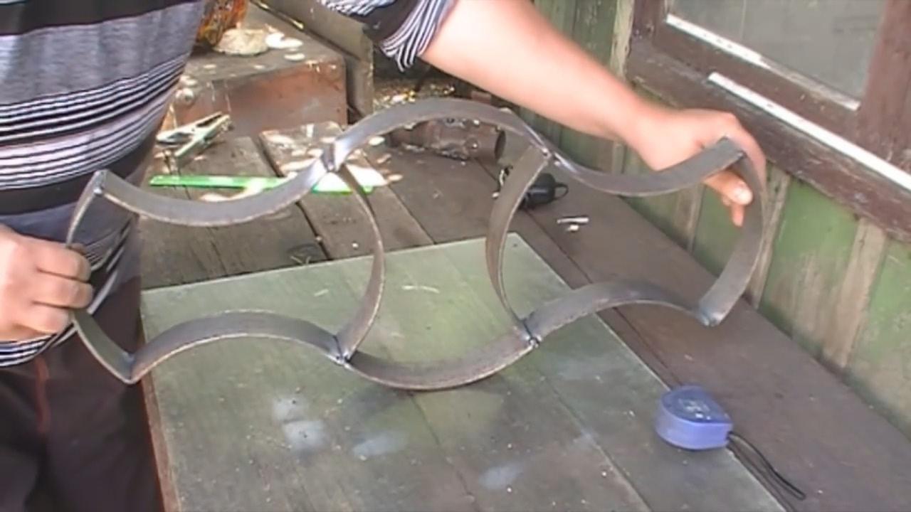 Molde improvisado de metal para adoquines caseros for Moldes para adoquines