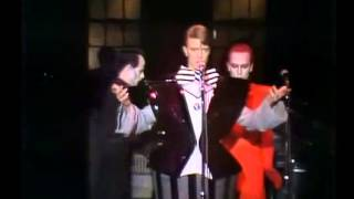 David Bowie - The Man Who Sold The World   SNL PART I