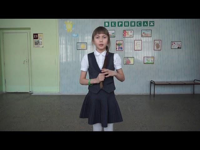 Изображение предпросмотра прочтения – ДарьяКарамелина читает произведение «Потешка Уж я косу заплету» (Русский фольклор )