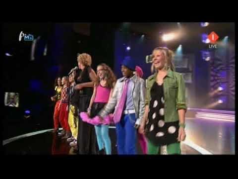 finalisten junior songfestival 2009 treden op met Simone Kleinsma tijdens Televizier-ring gala