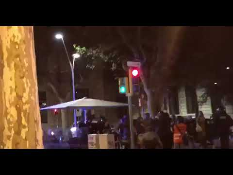 Mossos Golpean Inpunemente Gente En La Terraza De Bar Barcelona 26 Octubre 2019