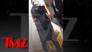 Justin Bieber Pees in Restaurant Mop Bucket [Full Video](Justin Bieber is an oblivious, self-important little twit who goes out of his way to make the working man's life miserable -- just watch this video of the singer ..., 2013-07-10T13:16:15.000Z)