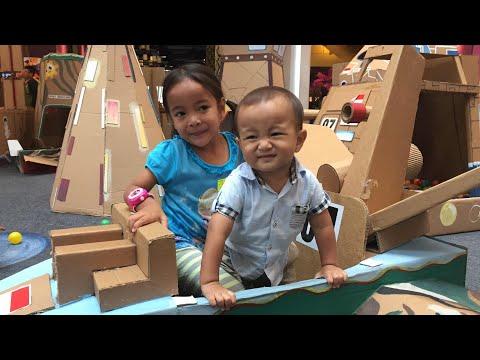 Zara bermain di Playground dari Kardus | Cardboard Space Station at Living World | DIY Rumah Kardus